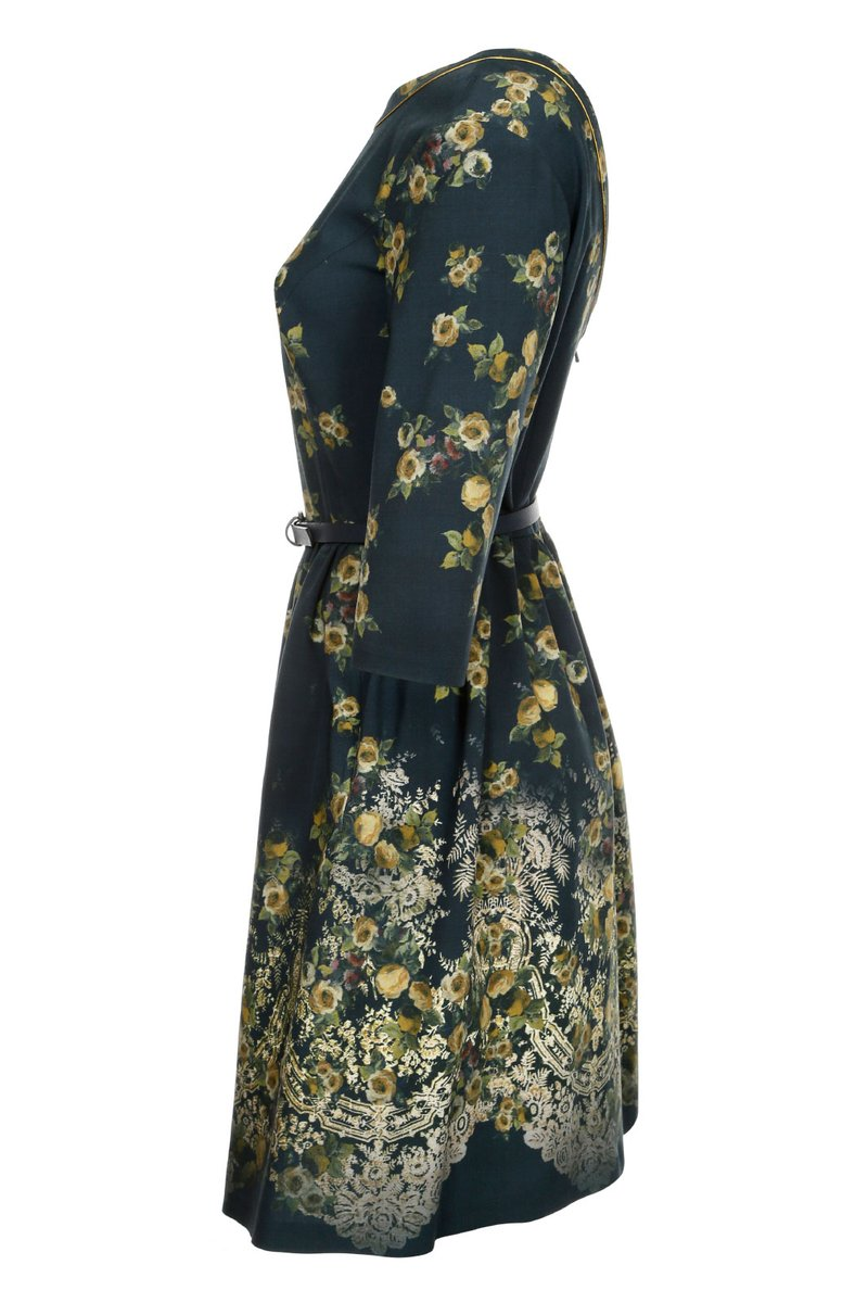 Платье с вырезом на спинке