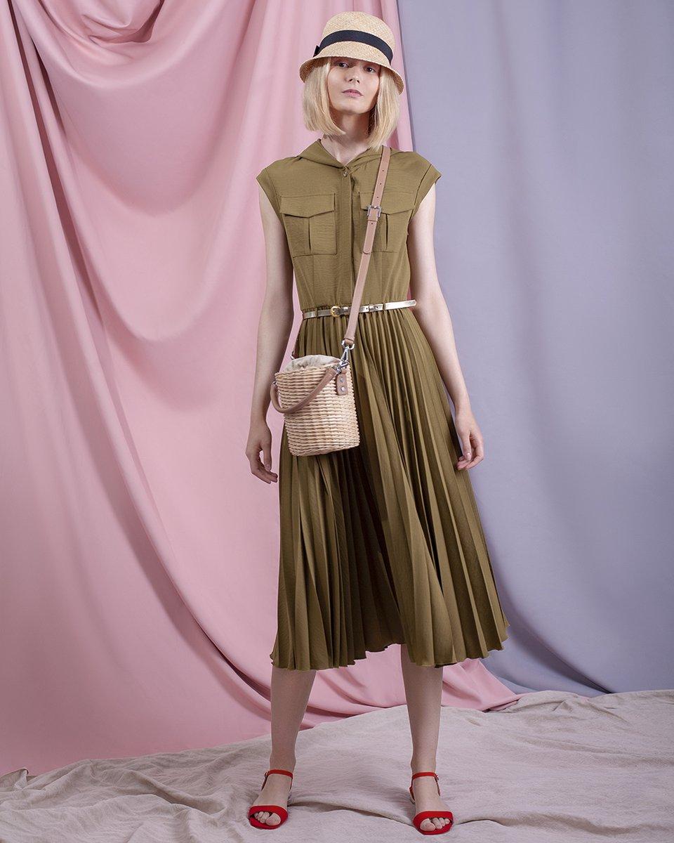 Платье миди с юбкой гофре, цвета хаки