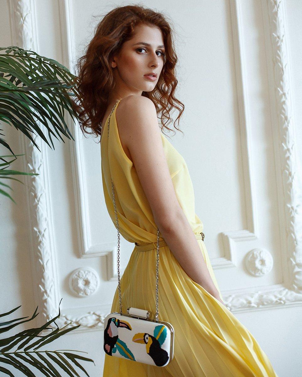 Платье с юбкой-гофре, желтого цвета