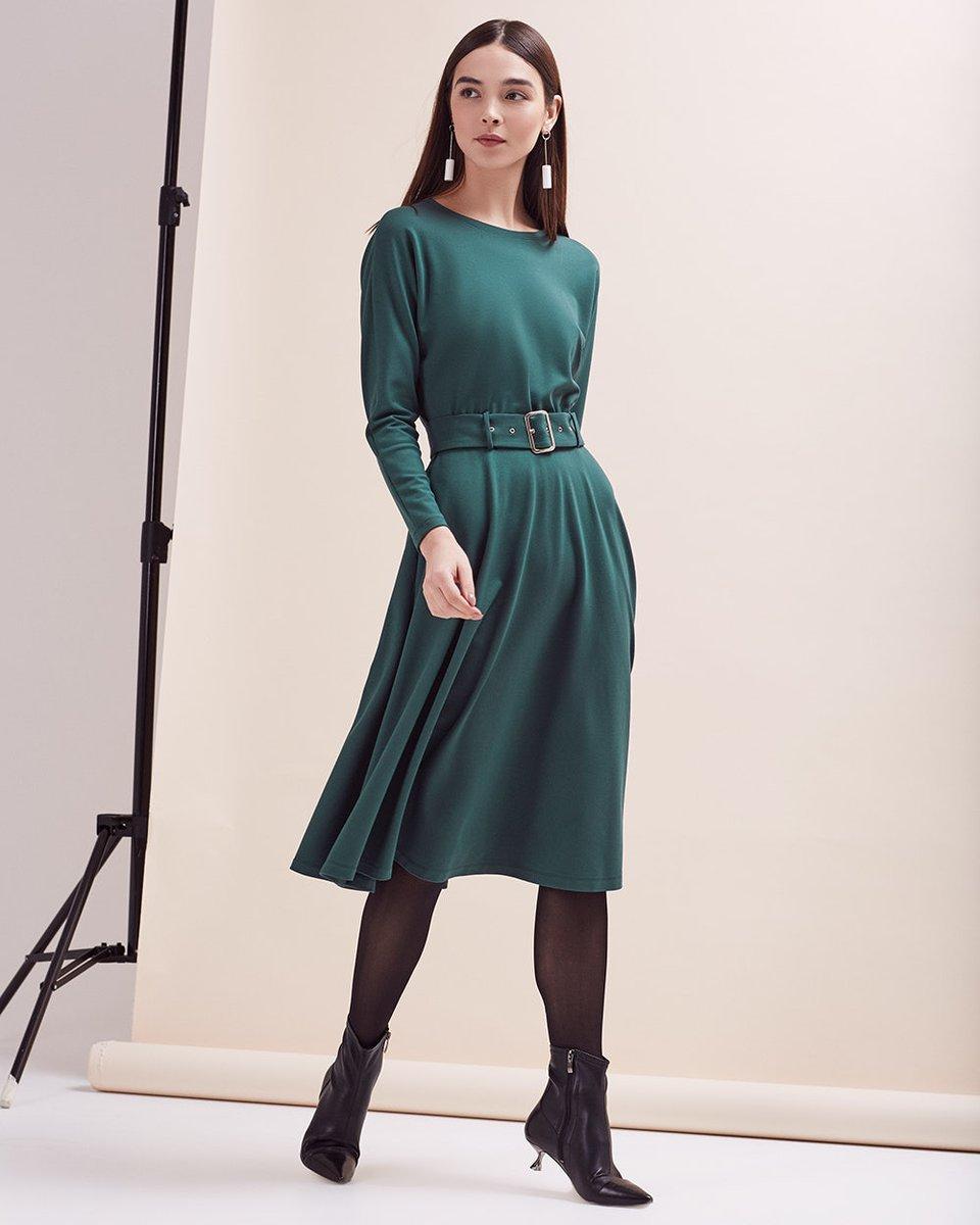 Платье с юбкой-полусолнце изумрудного цвета