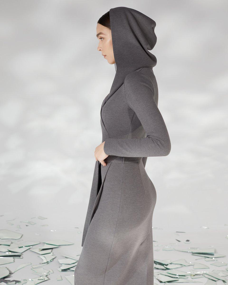 Платье с запахом и капюшоном брезентово-серого цвета
