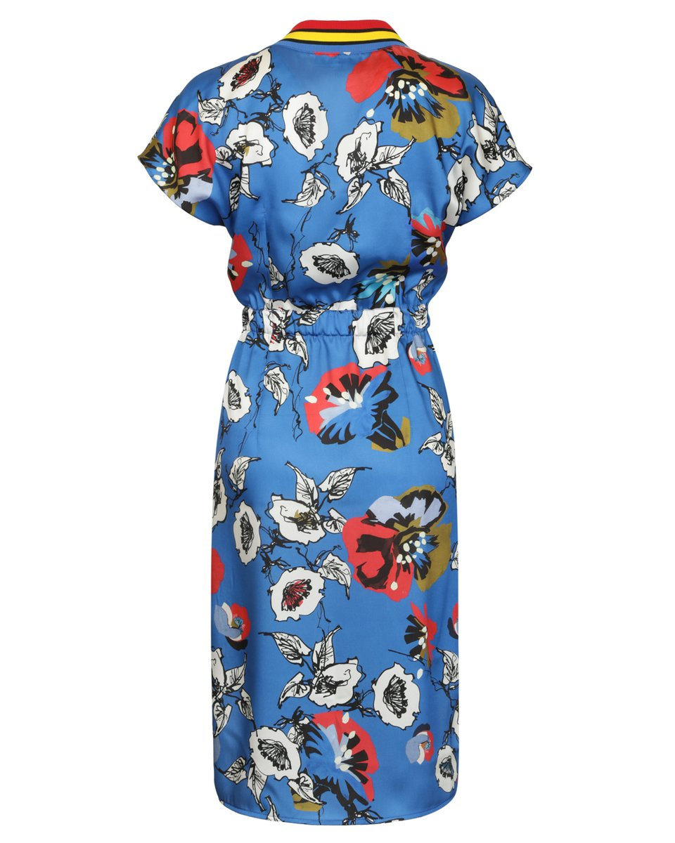 Платье синего цвета с цветочным принтом