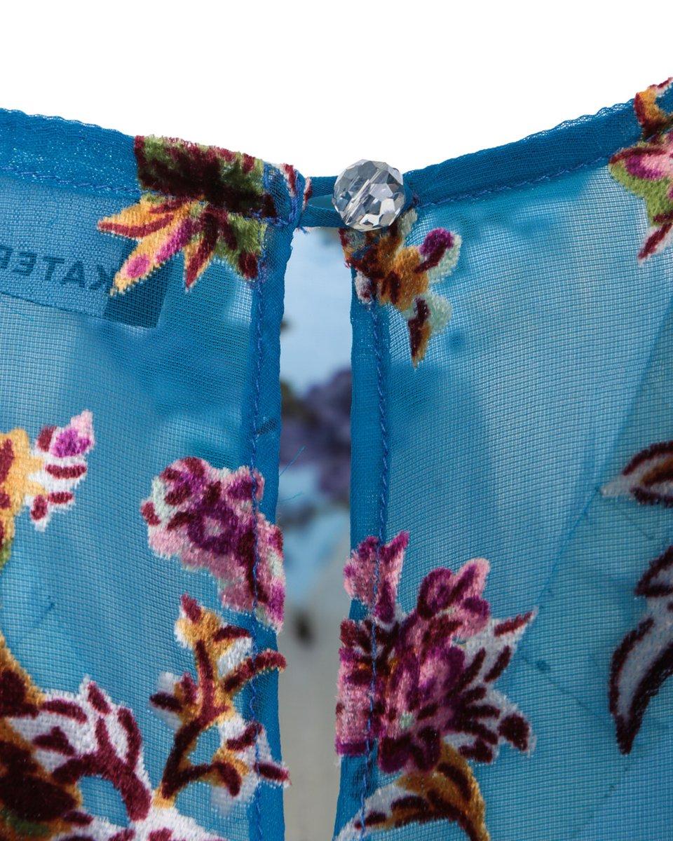 Воздушное платье из бархата деворе