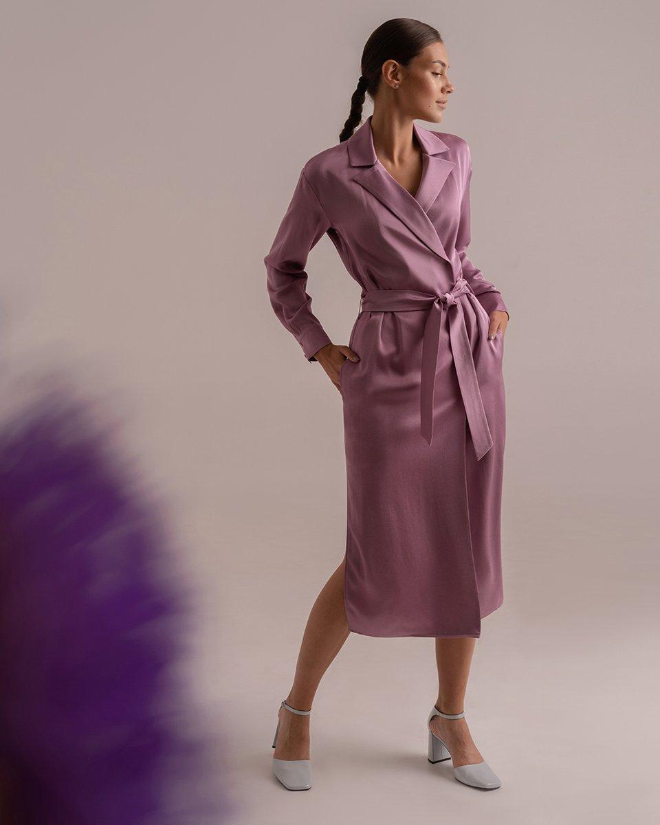 Атласное платье на запах сиреневого цвета