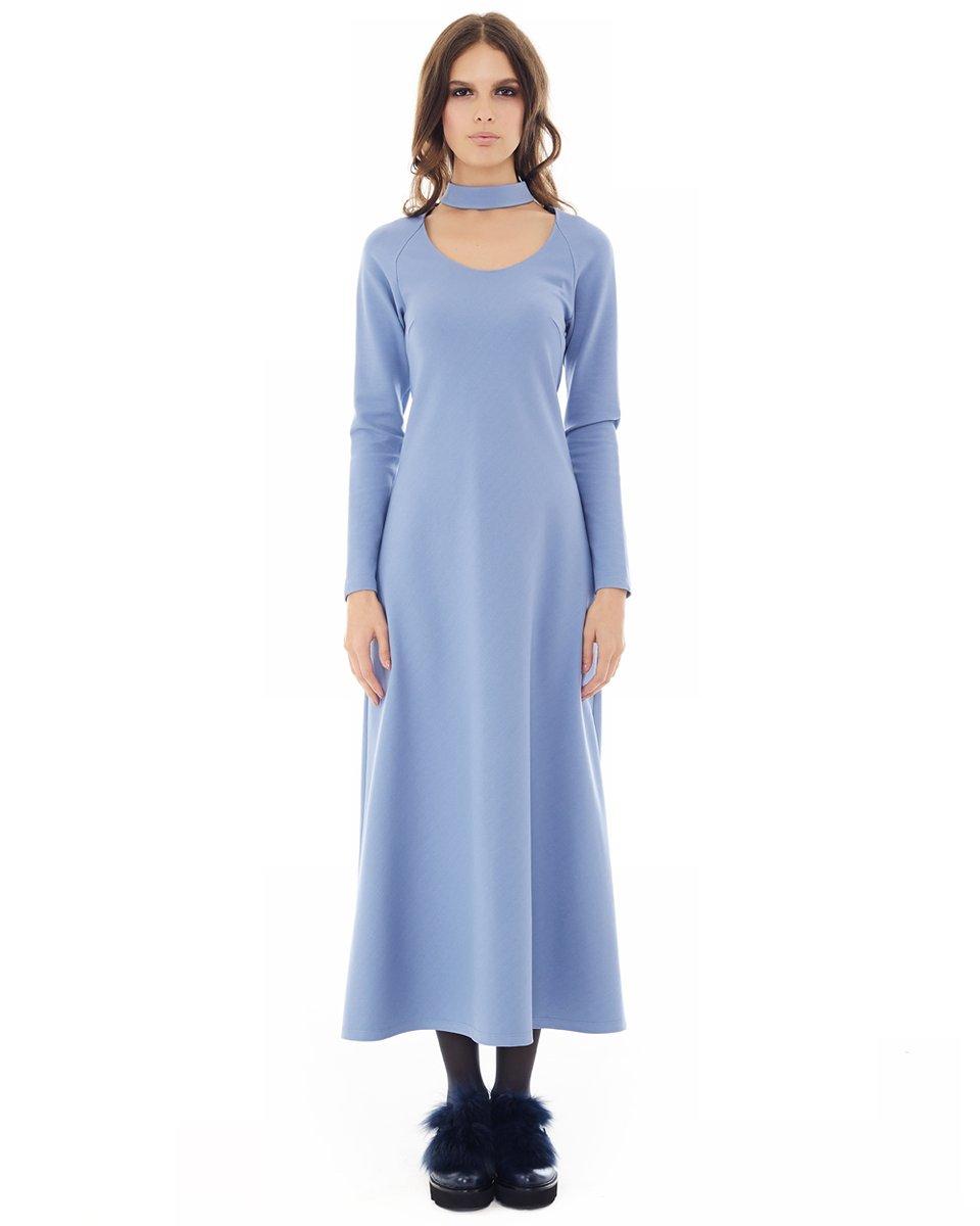 Трикотажное платье голубого цвета длины миди