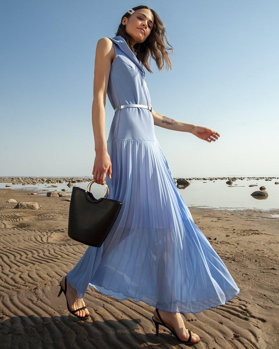 Платье макси с капюшоном и юбкой-гофре небесно-голубого цвета