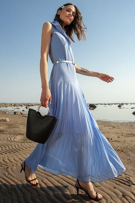 95efd6866e7 Приглашаем к просмотру коллекции дизайнерских платьев 2019 от Модного Дома  Екатерины Смолиной. Платье макси с капюшоном и юбкой-гофре небесно-голубого  цвета