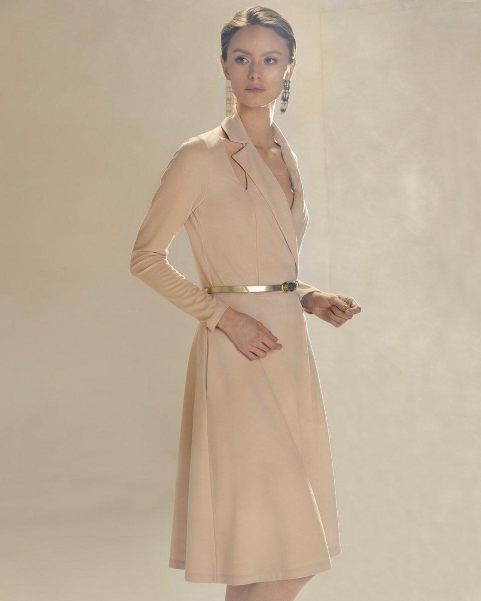 Платье с запахом бежевого цвета