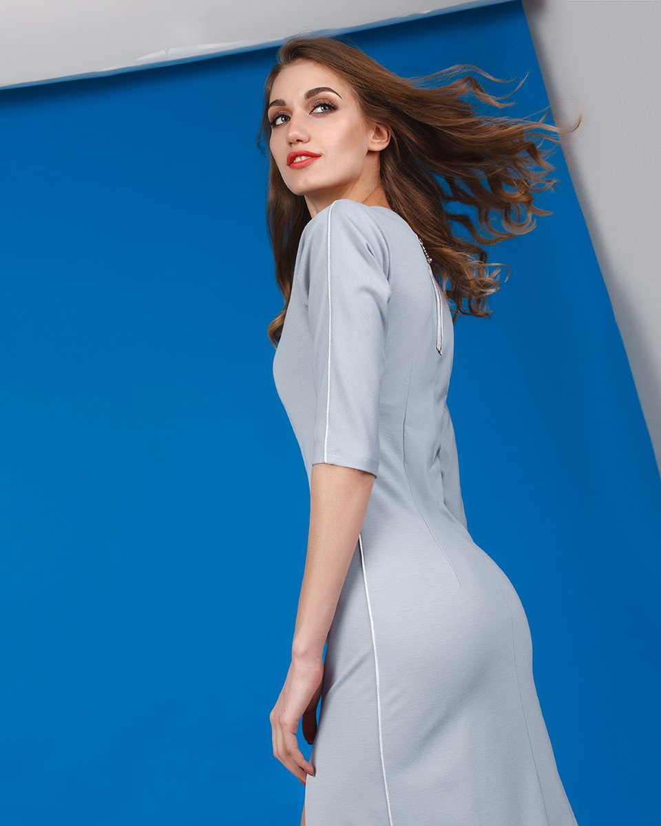 Платье с серебристым кантом
