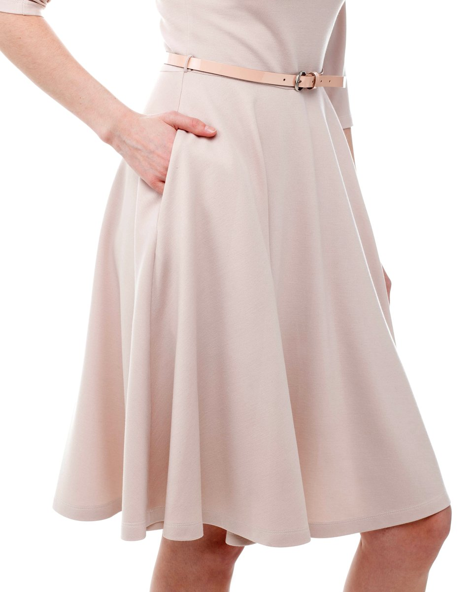 Платье трикотажное с рукавом три четверти и юбкой-солнце, крем-брюле