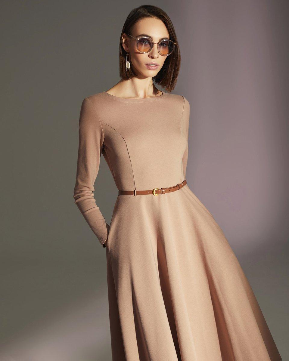 Платье трикотажное с широкой юбкой, пудрового цвета