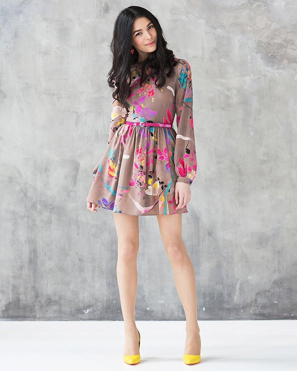 Платье с пышной юбкой из яркого шифона