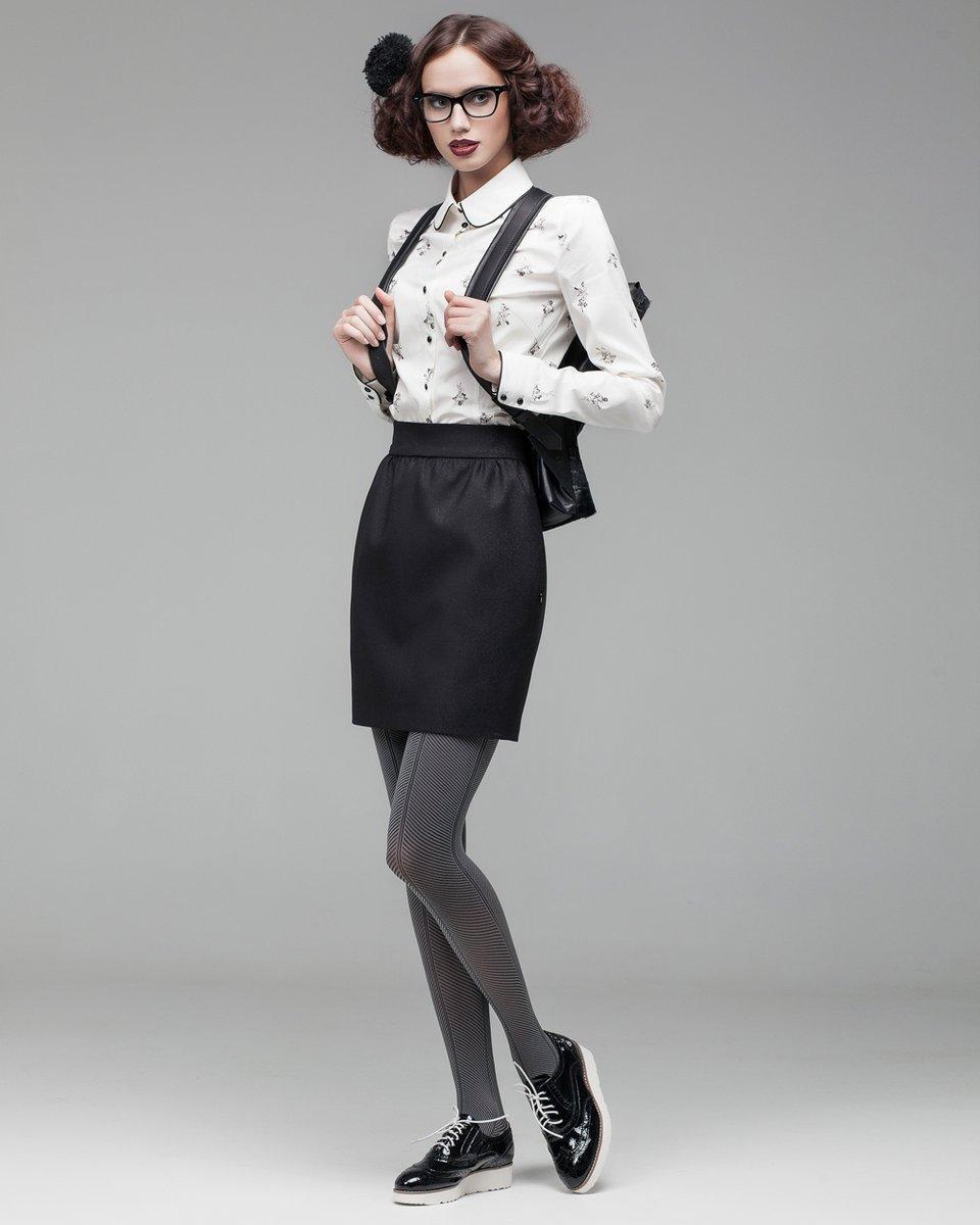 Классическая блуза с черным кантом и принтом