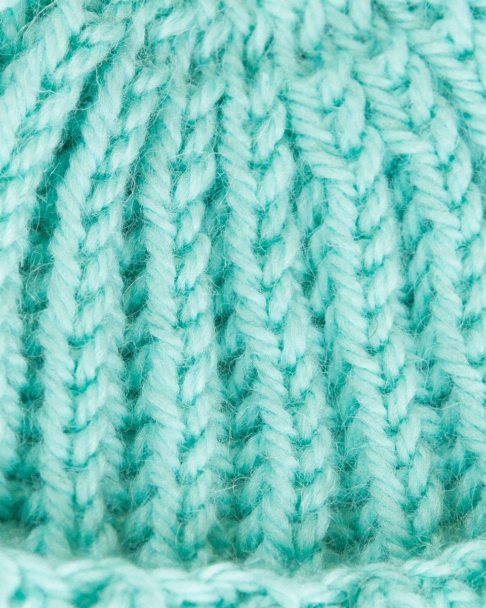 Шапка мятного цвета с крупной вязкой