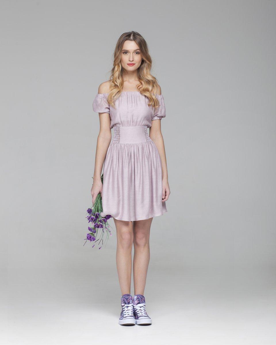 Шелковое платье с открытой линией плеч