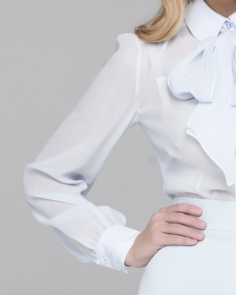 Шифоновая блуза с бантом на шее