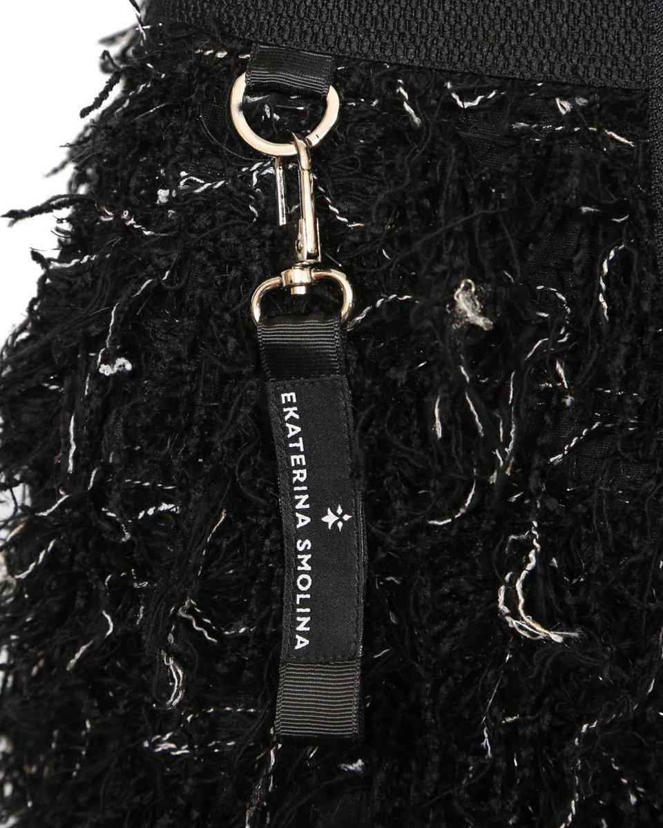 Шорты из фактурной ткани с длинным ворсом, черного цвета