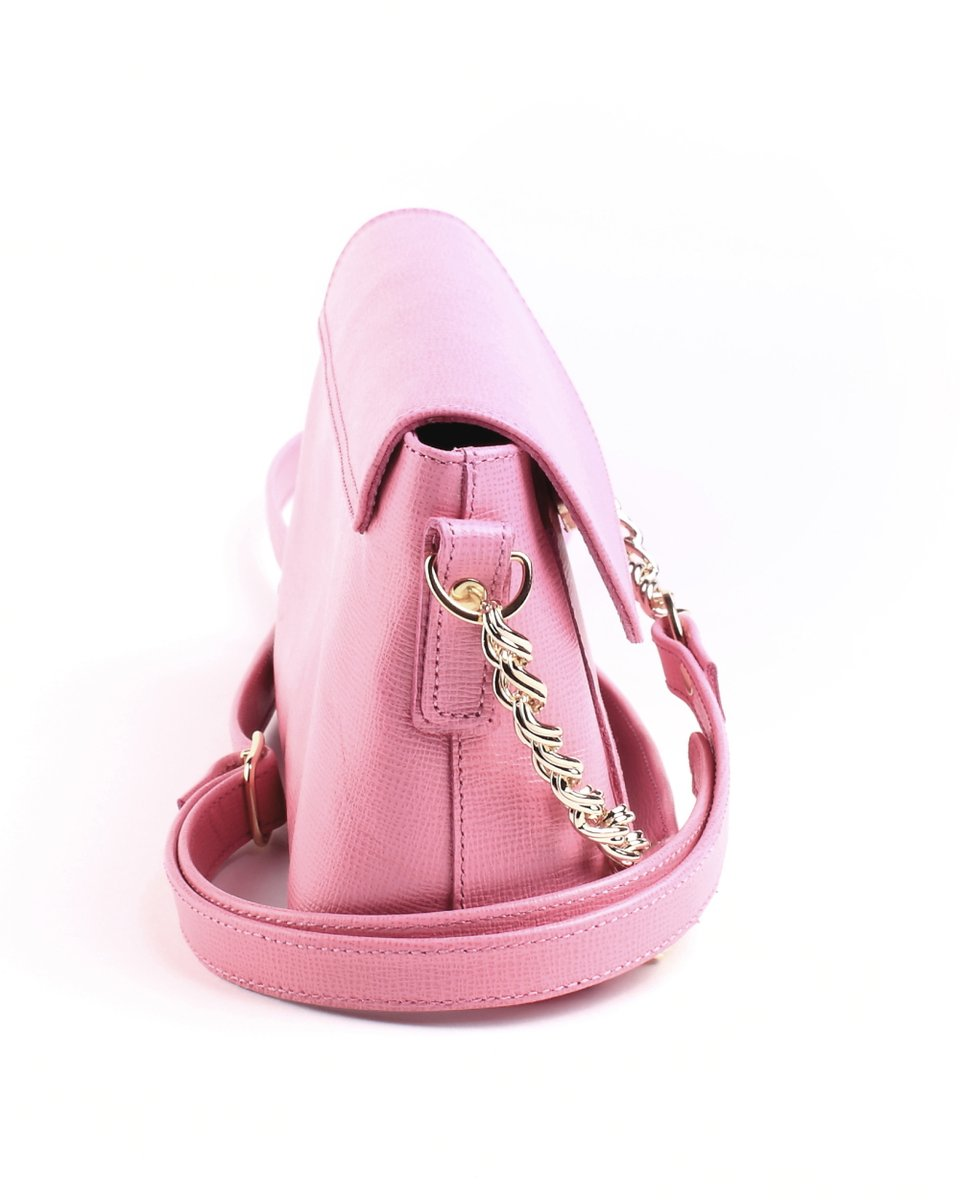 Сумка миниатюрная розового цвета.