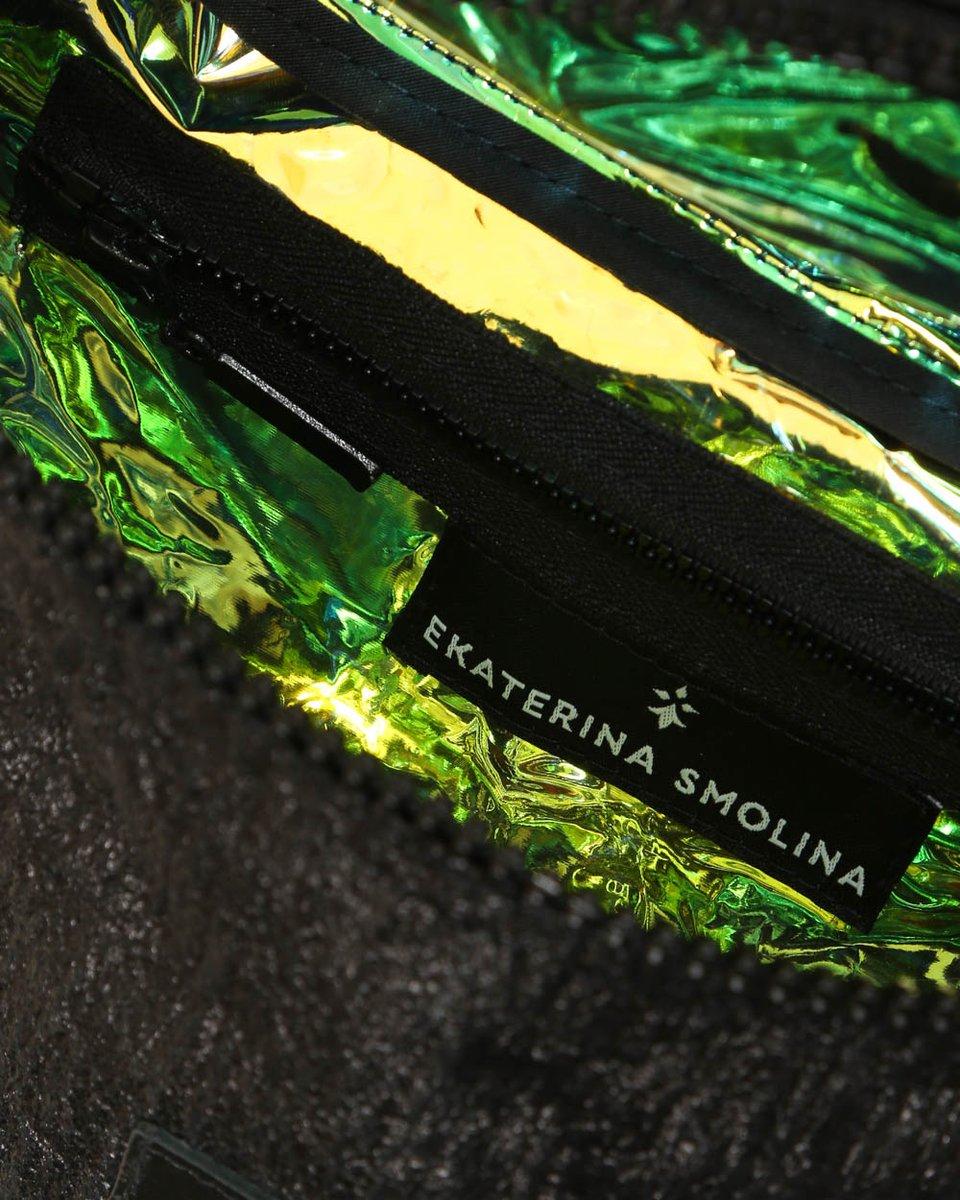Сумка поясная черного цвета из экокожи