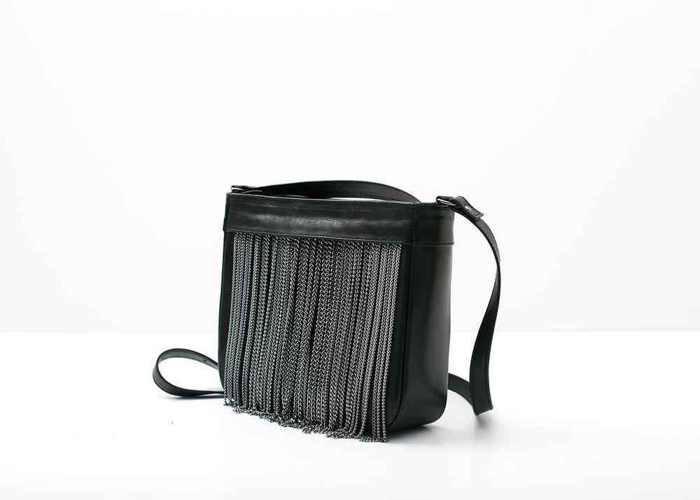 Сумка с бахромой из цепочек, черная
