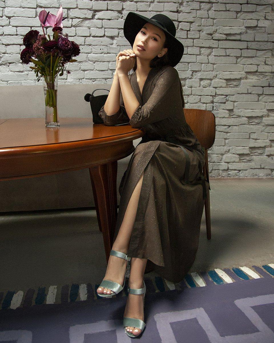 Туника цвета хаки с базовым платьем