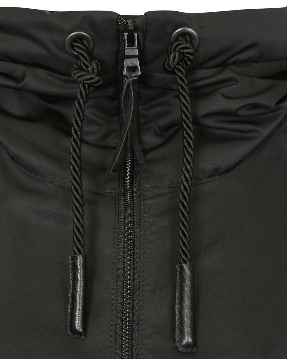 Ветровка черного цвета с прозрачными вставками