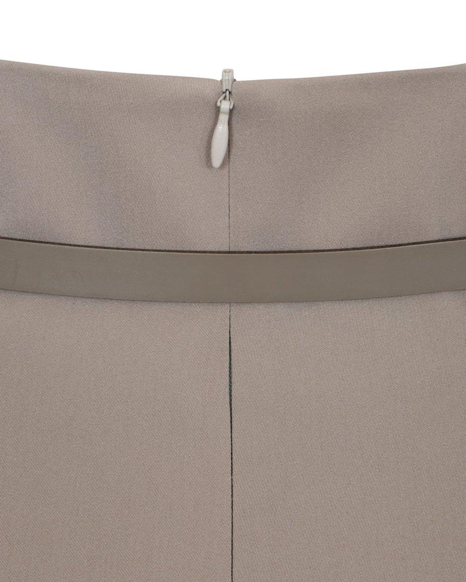 Юбка бежевого цвета со шлейфом