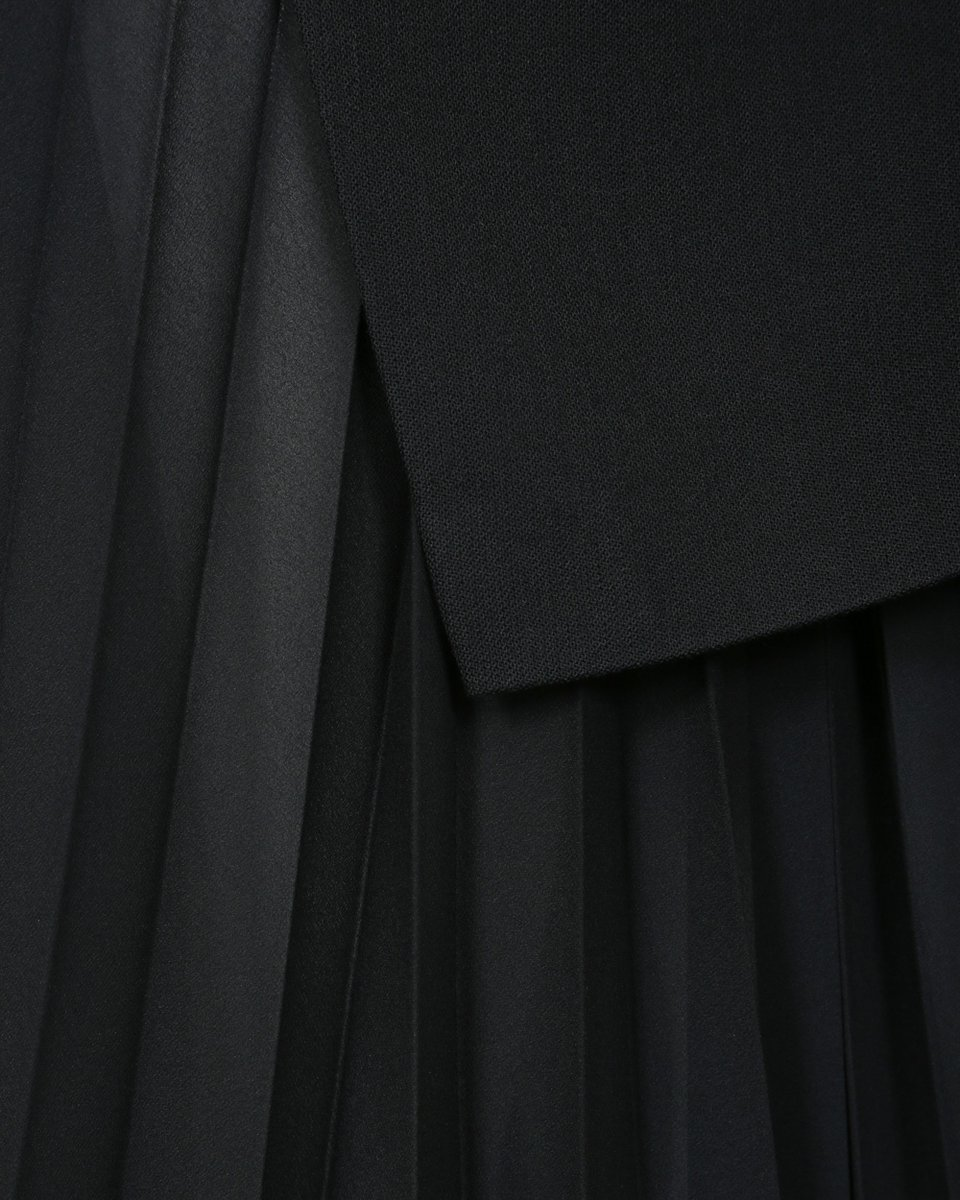 Юбка гофре с асимметричным поясом-баской черного цвета