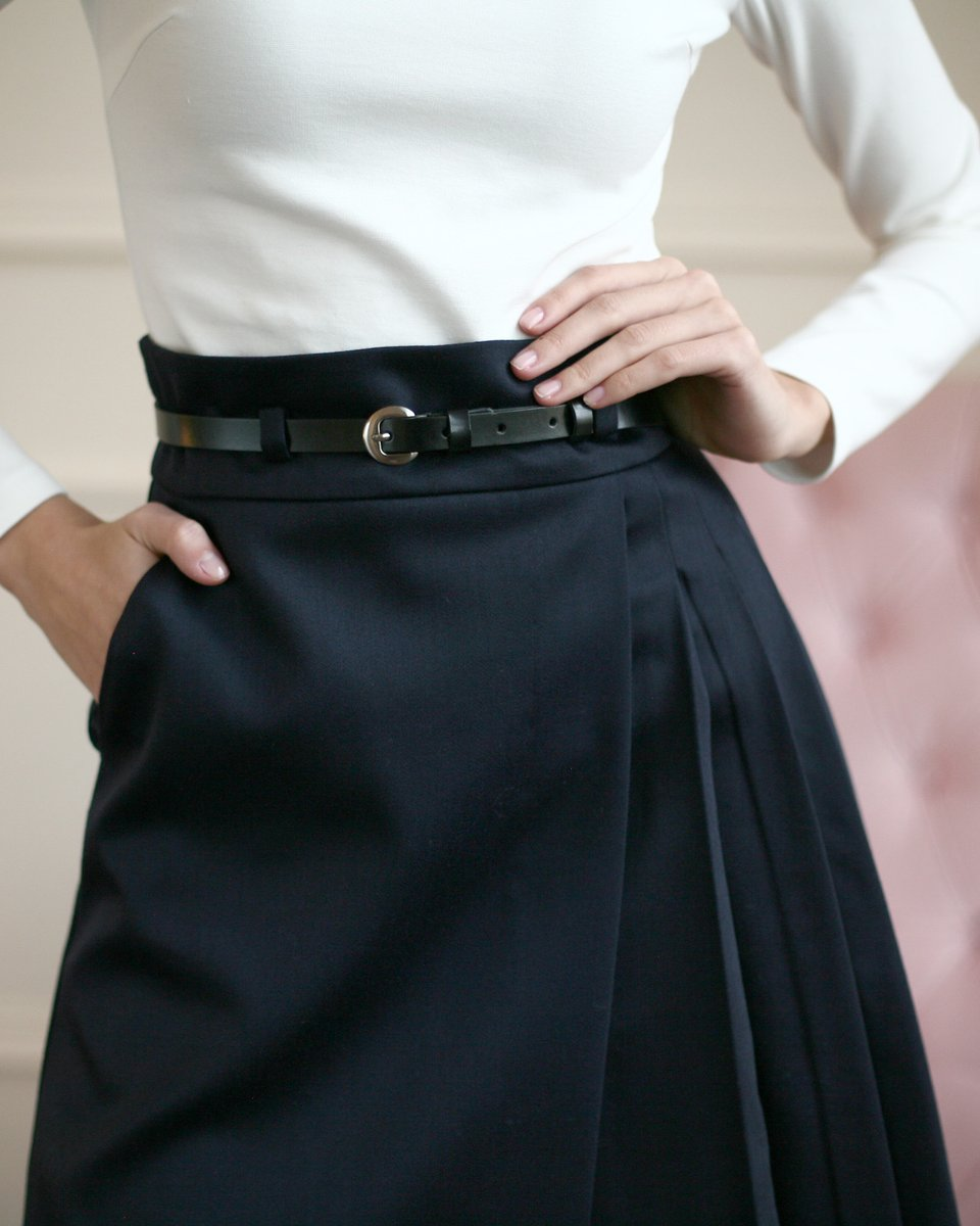 Юбка цвета черный ирис с запахом и декоративными складками