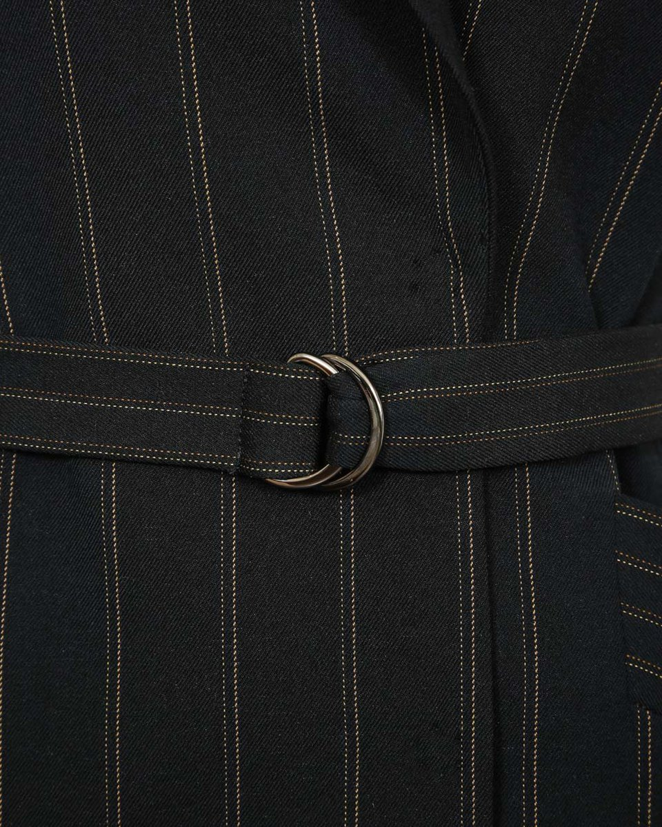 Жилет двубортный черного цвета в тонкую полоску