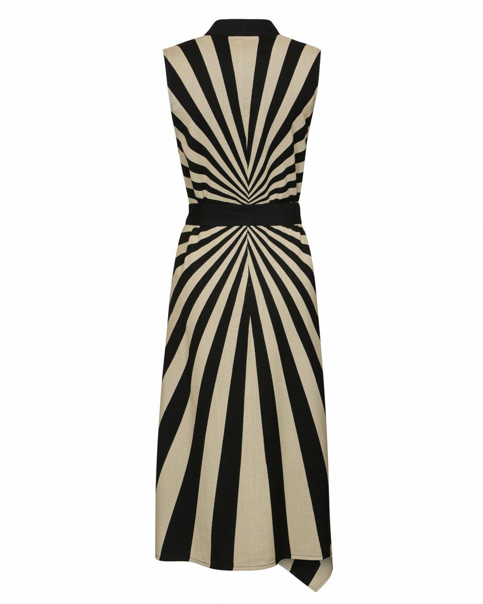 Легкое платье-жилет с асимметричным подолом