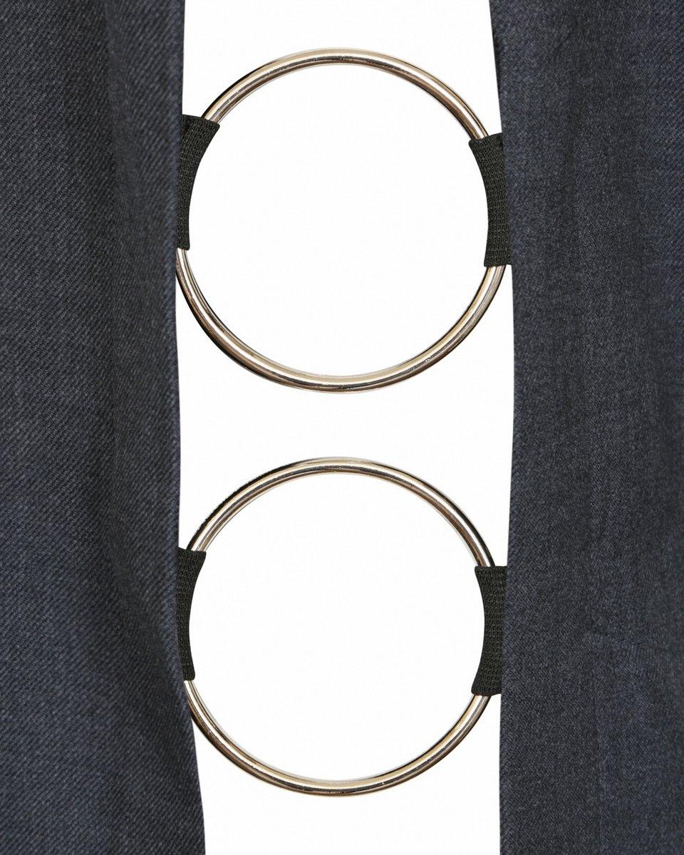 Жилет серого цвета, декорированный металлическими кольцами