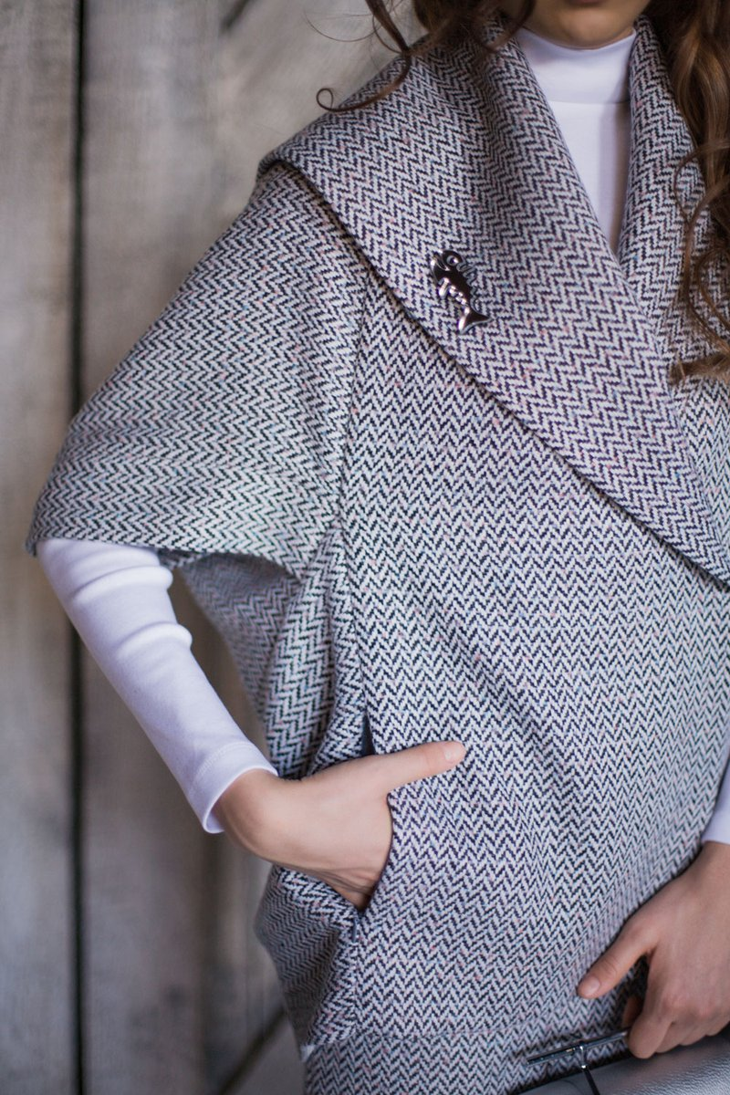 Жакет серого цвета из твида с узором «елочка»