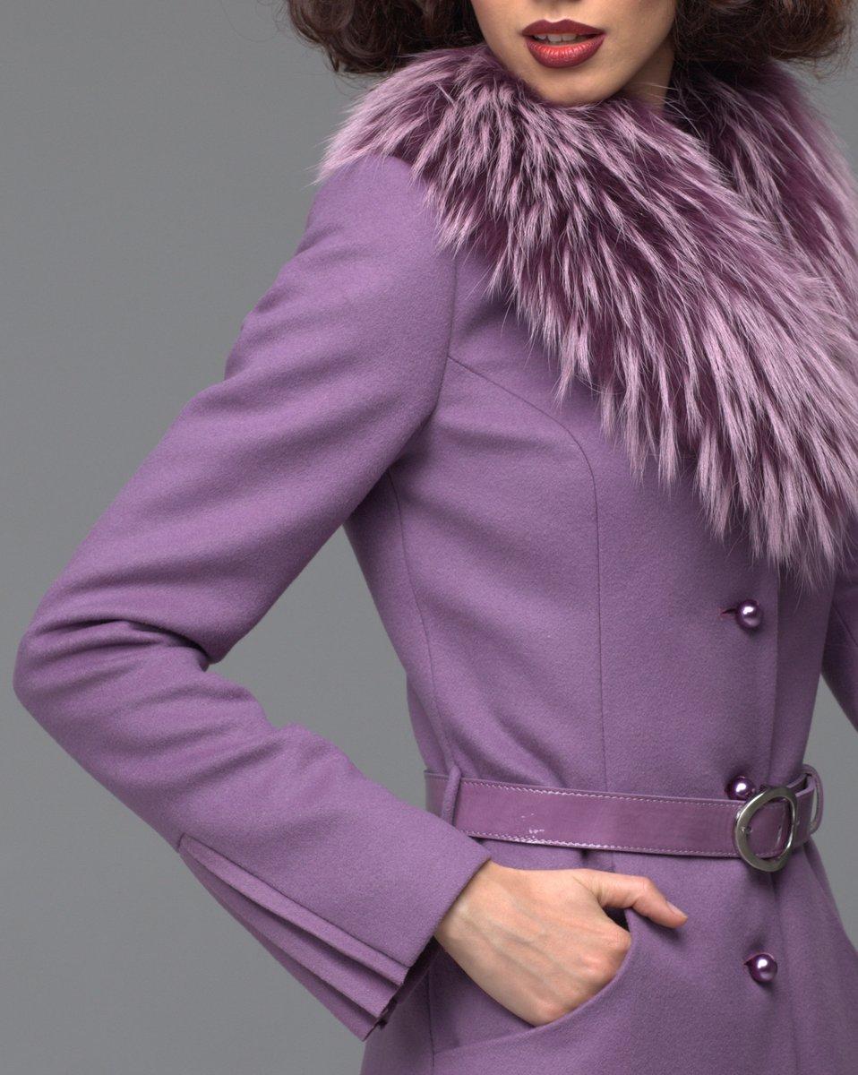 Зимнее пальто цвета лаванды с декоративным плиссе