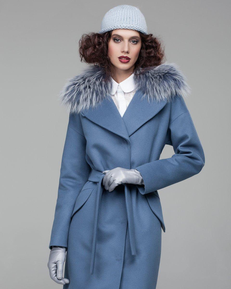 Зимнее пальто пепельно-голубого цвета