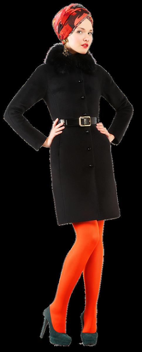 Зимнее пальто приталенного силуэта с кожаным поясом.