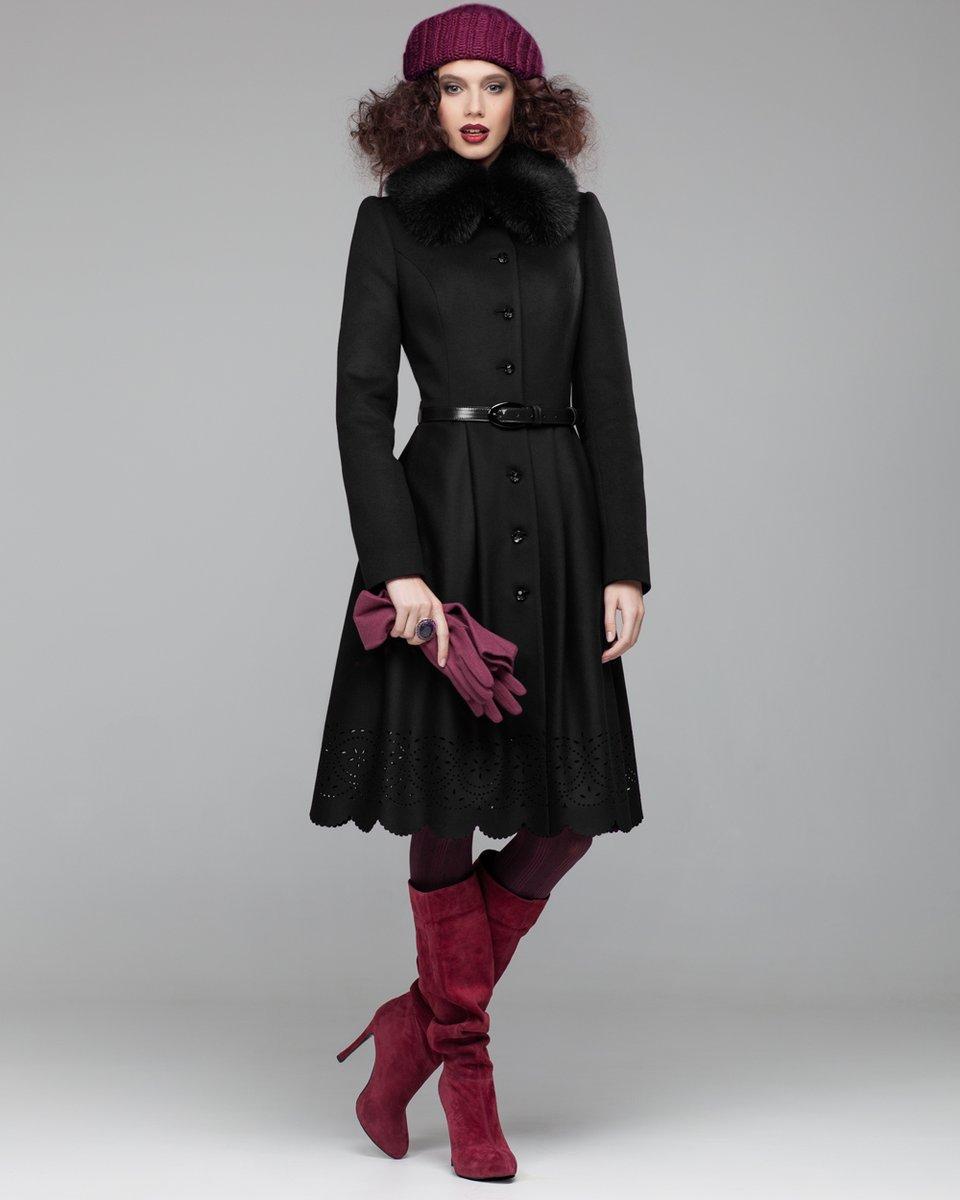 Зимнее пальто с юбкой, украшенной перфорацией и фестонами