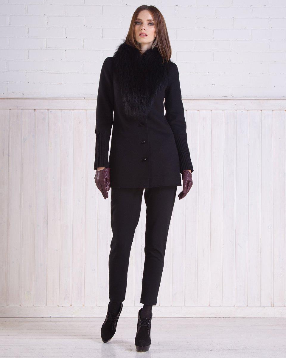 Зимнее полупальто-трансформер с фактурными манжетом и плечом, черное.