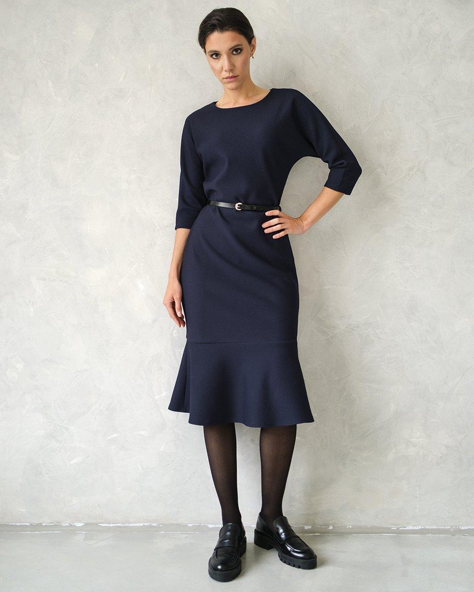 Платье  c воланом в темно-синем цвете