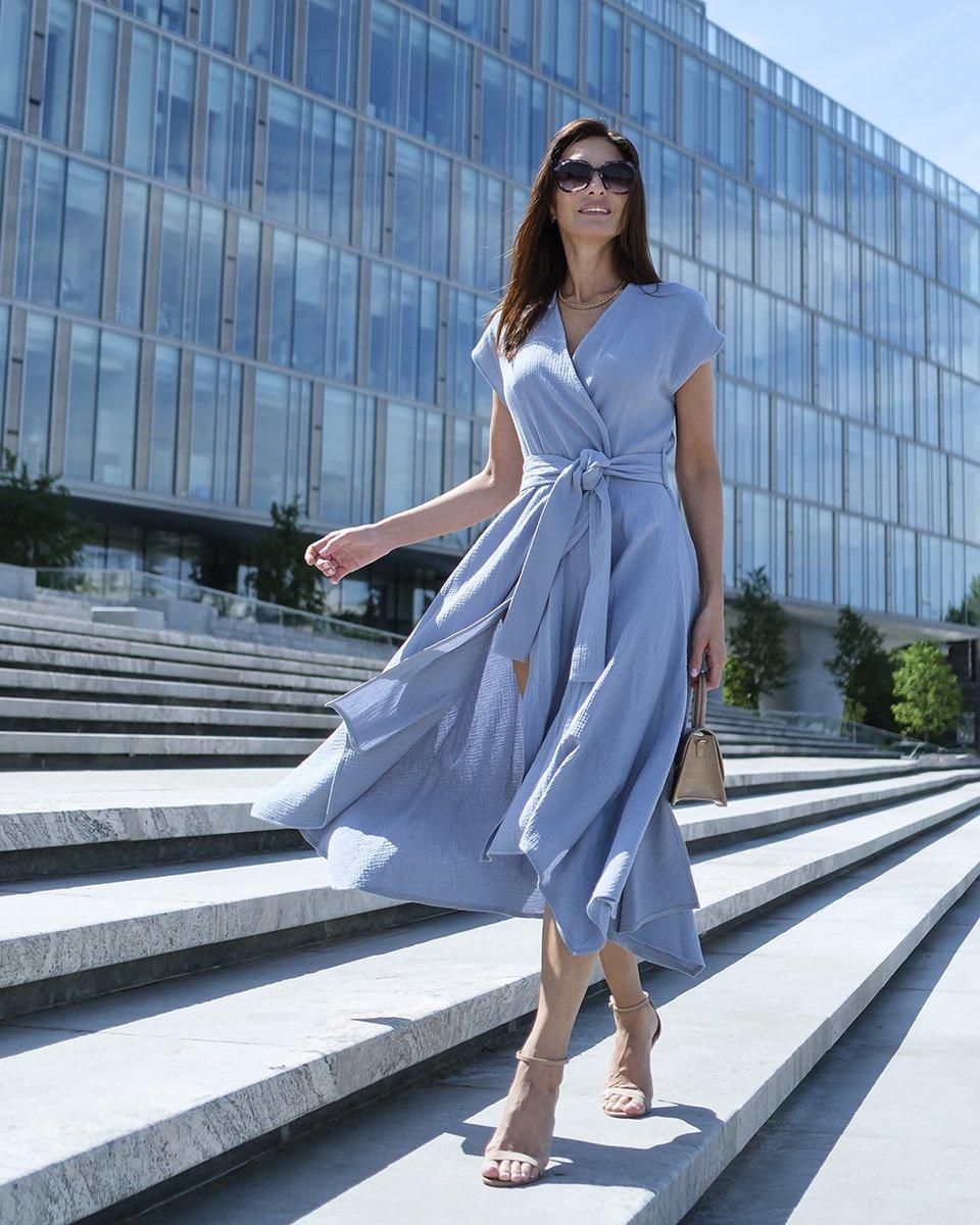 Платье на запах, небесно-голубого цвета