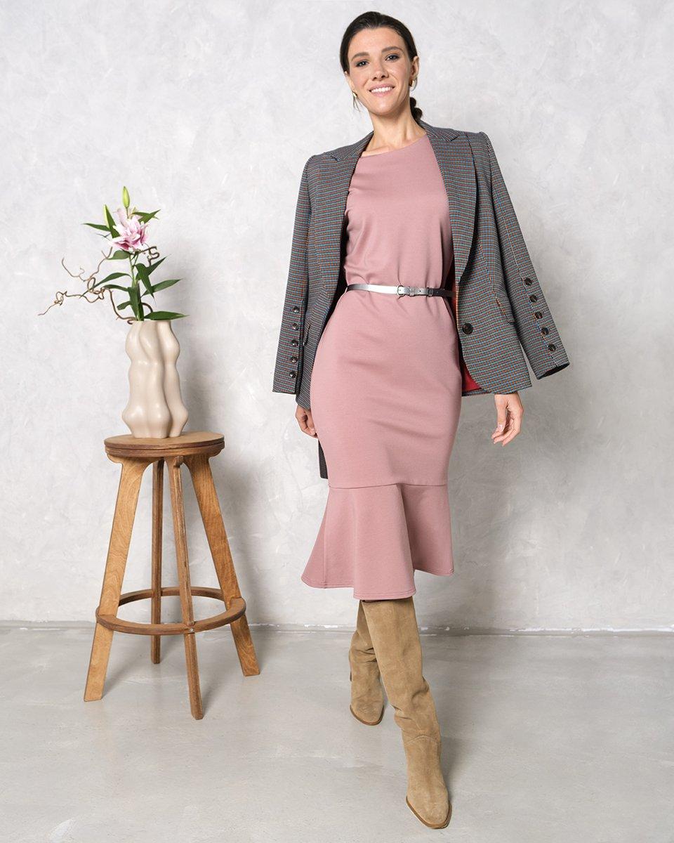 Платье с воланом розового цвета