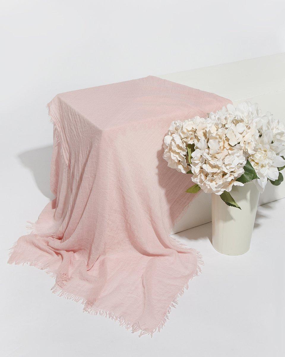 Палантин розового цвета жатый однотонный