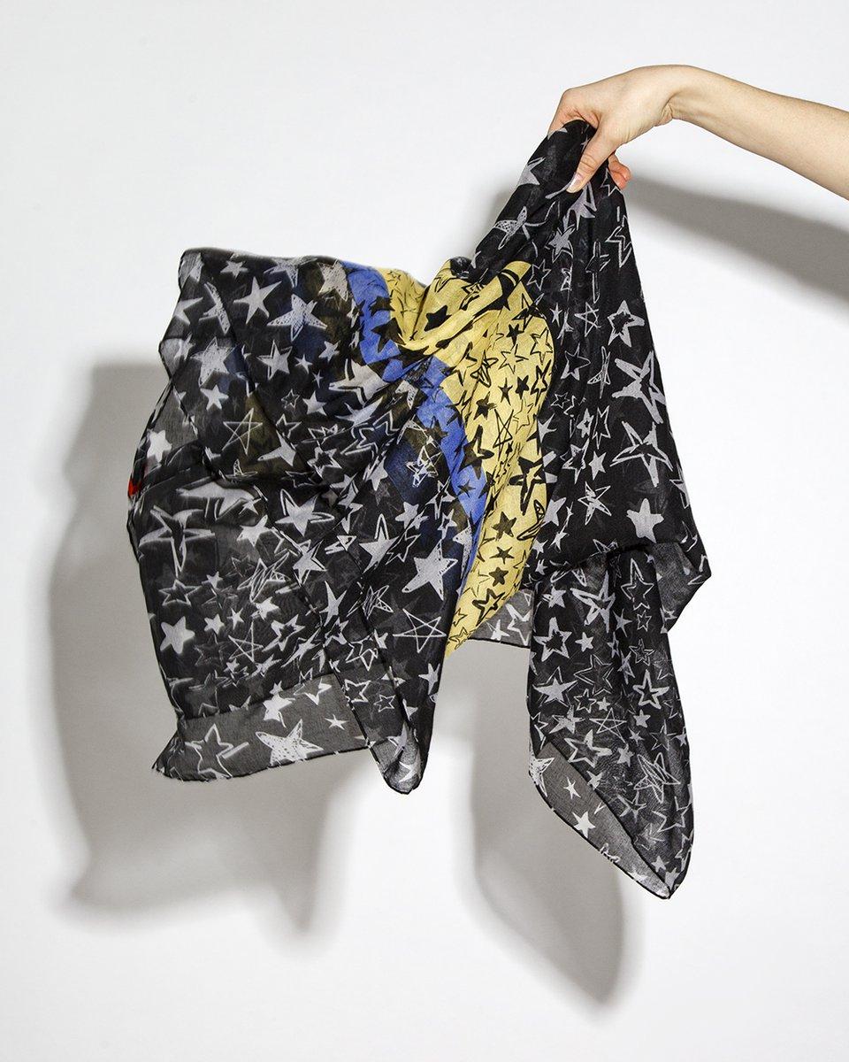 Палантин черный с синими и желтыми полосами и серыми звездами 90/200
