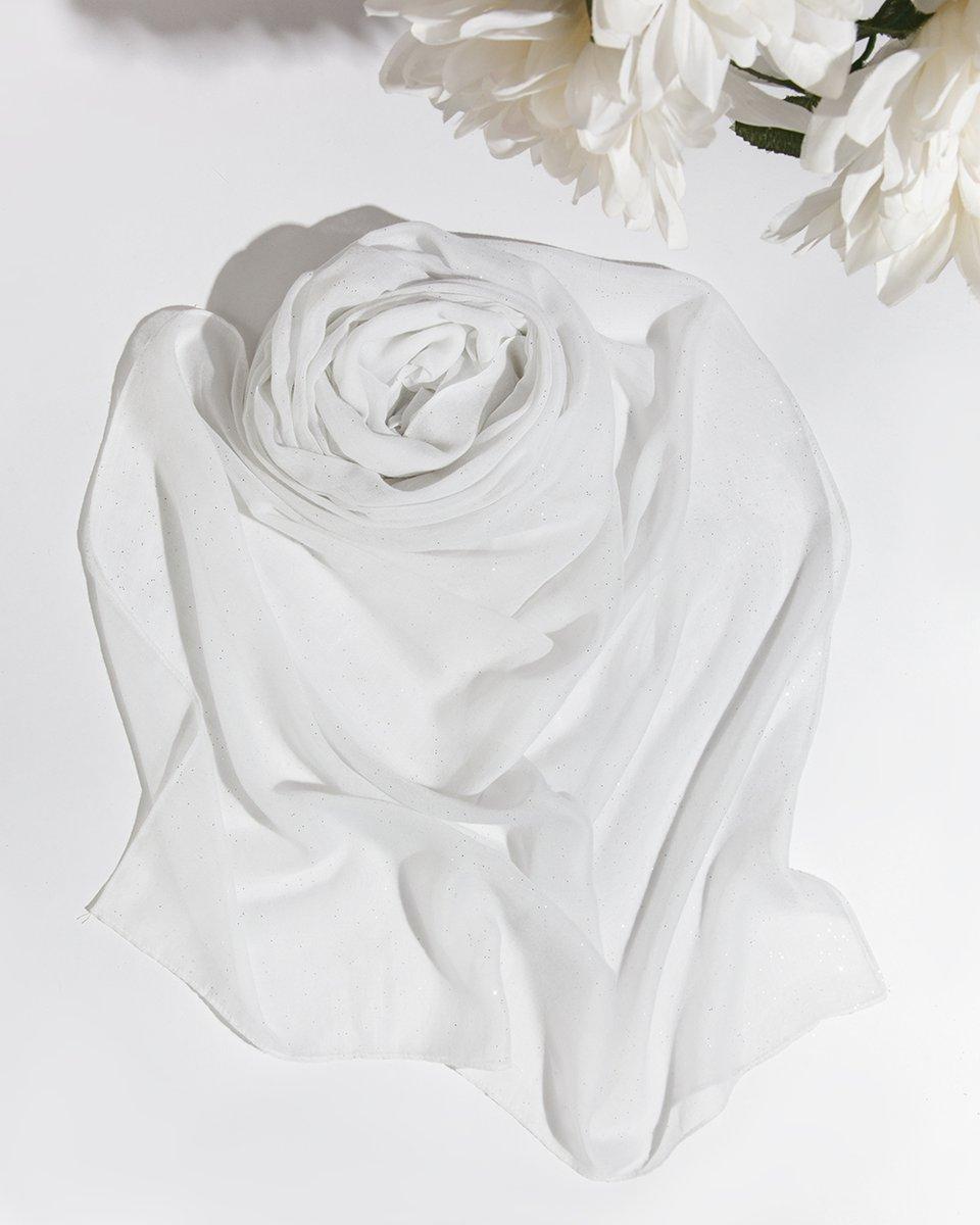 Палантин белого цвета с блестками