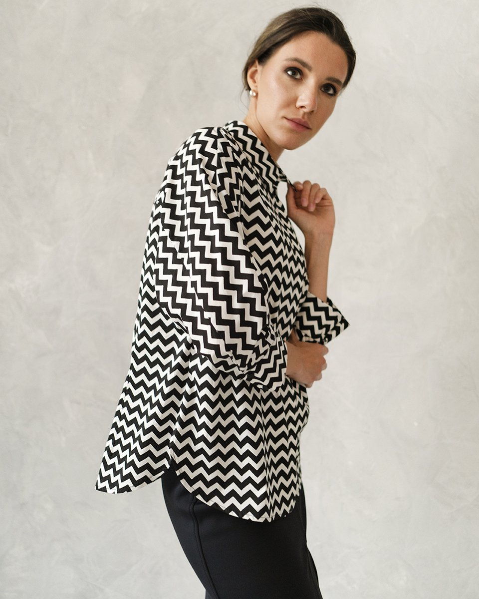 Блуза с цельнокроенным рукавом. Принт зиг-заг
