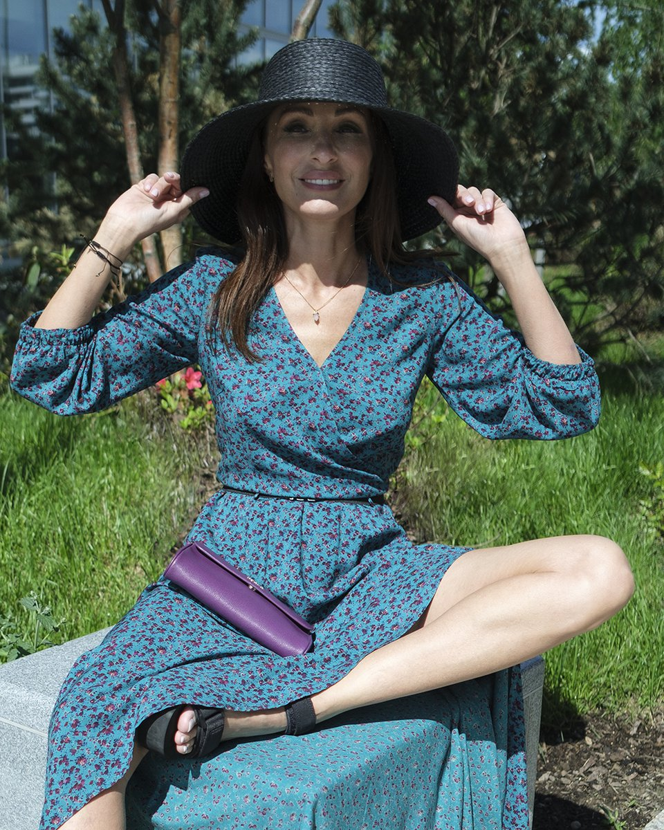 Платье с асимметричным подолом и цветочным принтом