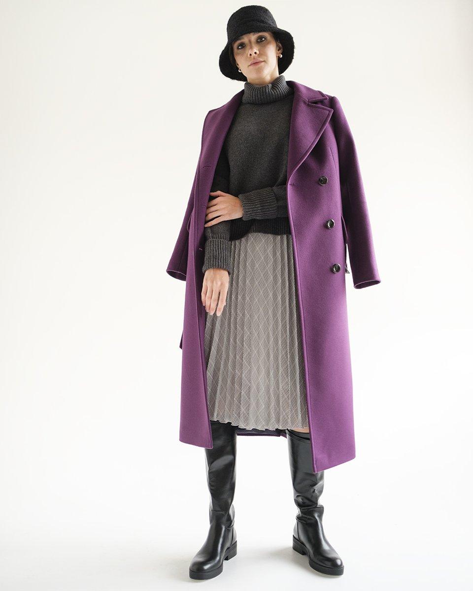 Пальто прямого силуэта в фиолетовом цвете