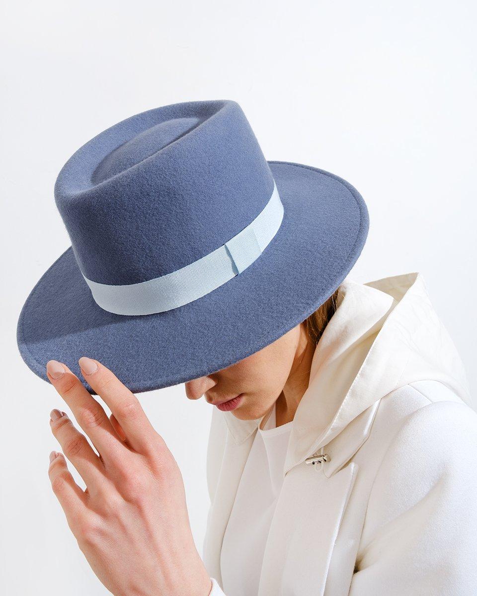 Шляпа Canotier голубого цвета