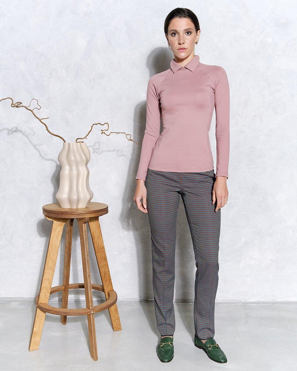 Трикотажная блуза с отложным воротничком