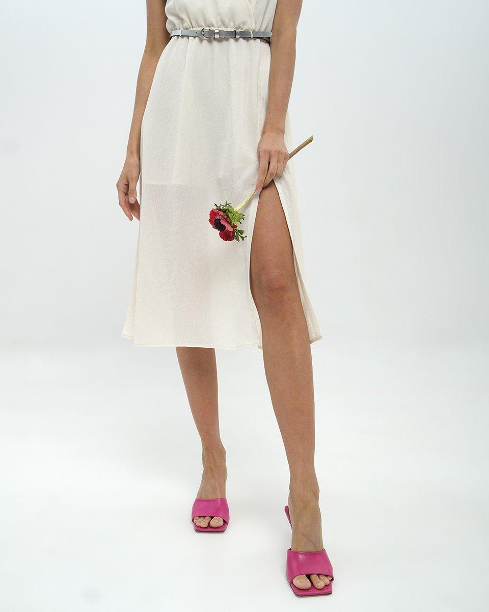 Платье с V-образным декольте и бантом на спине